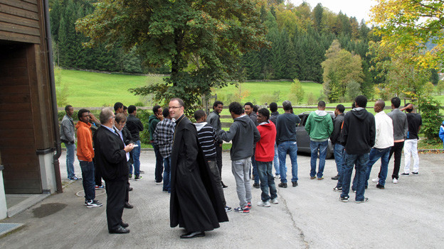 Die Asylsuchenden ziehen im KLoster Einsiedeln ein.