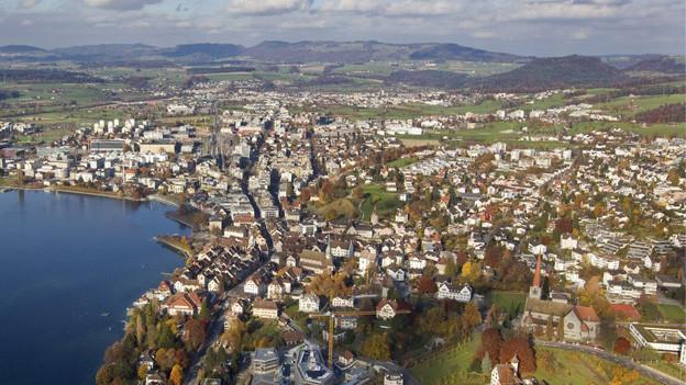 Die Entlastungsstrasse zwischen der Autobahn und den Zuger Berggemeinden kostet 200 Millionen Franken.