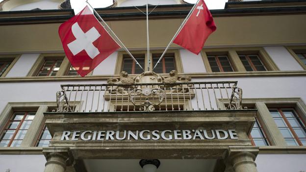 Externe Unterstützung für Schwyzer Politik angeregt.