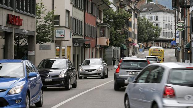 Viel Verkehr im Zuger Stadtzentrum.