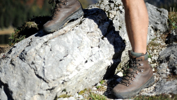 Wandern auf Naturboden. In Alpthal ist dies noch nicht auf jedem Abschnitt möglich.