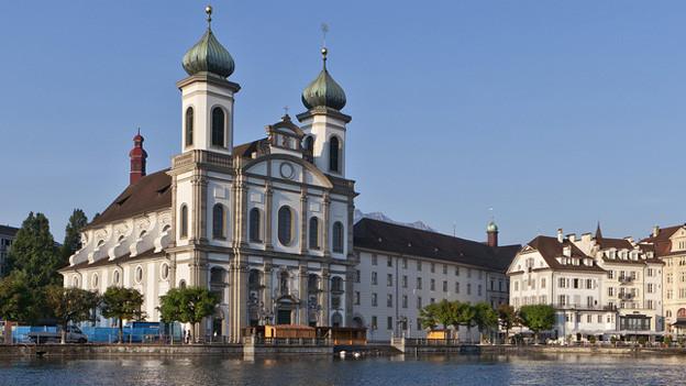 Die Jesuitenkirche in der Stadt Luzern.