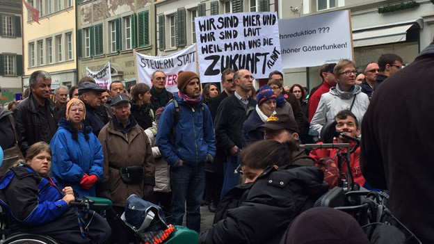 Demonstration auf dem Mühleplatz in Luzern gegen das Sparpaket.