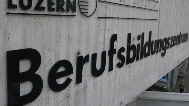 Schild der Berufsschule Luzern in Luzern