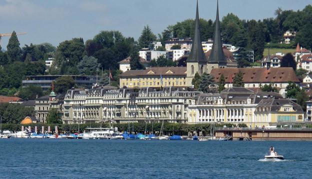 Luzerner Hotelfassaden.