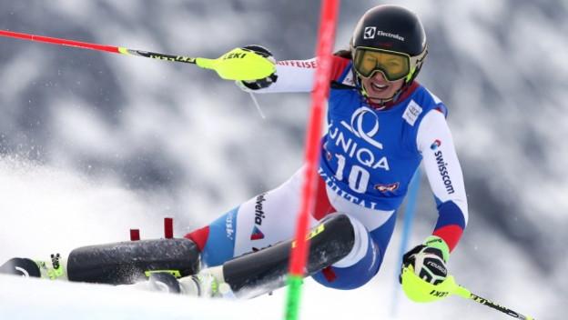Skirennfahrerin Wendy Holdener auf der Piste.