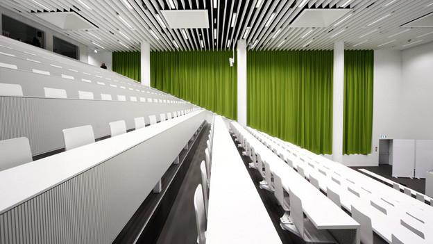 Blick in den Hörsaal der Uni Luzern