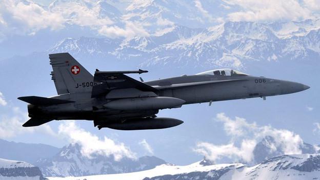 Die F/A-18 Flugzeuge trainieren über Luzern.