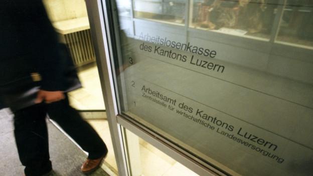 Luzerner Kantonsrat regelt Arbeit von Sozialinspektoren.