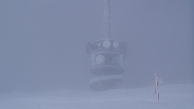 Der Rigisender im Nebel