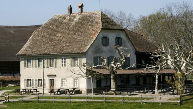 Das Wirtshaus «zu den zwei Raben» auf der Insel Ufenau.