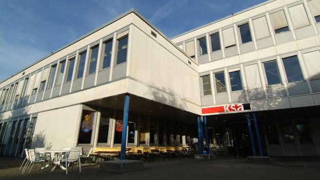Die Kantonsschule in Pfäffikon.