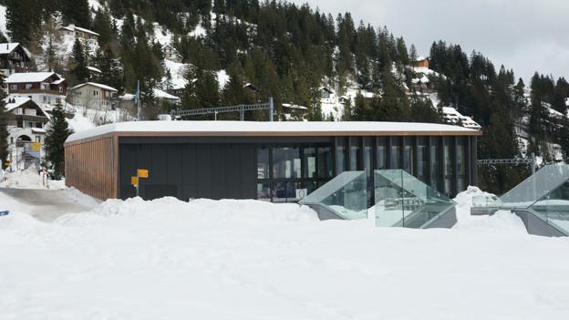 Blick auf das neue Stationsgebäude auf Rigi Kaltbad.