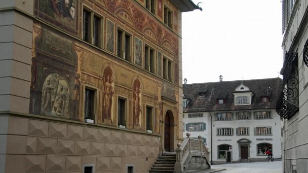 Das Parlament tagt im Rathaus von Schwyz. Nun wird dort das Parlament nach dem Proporz gewählt.