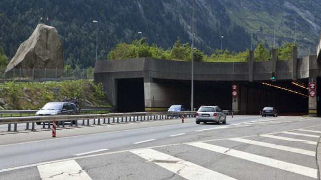 Einfahrt zum Gotthard-Tunnel