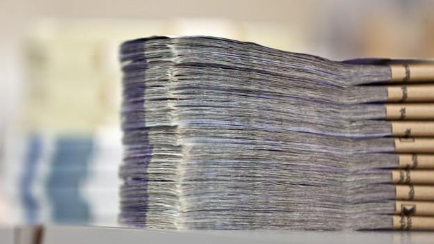 Ein Stapel Geldscheine.