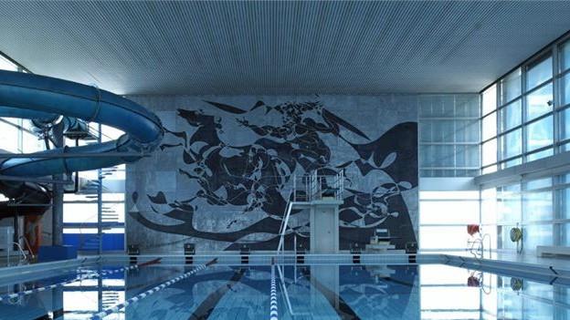 Wandbild von Hans Erni im Luzerner Hallenbad.