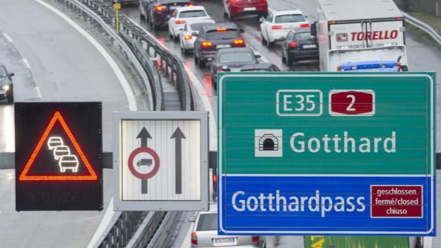 Stau am Gotthard.