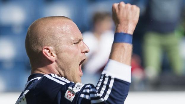 Marco Schneuwly jubelt nach seinem ersten Treffer.