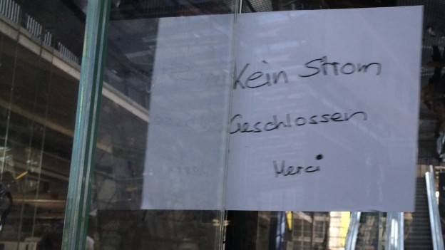 Schild an Kiosk im Bahnhof Luzern.