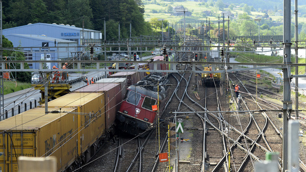 Nach der Kollision zweier Güterzüge bleibt die Gotthardstrecke gesperrt.