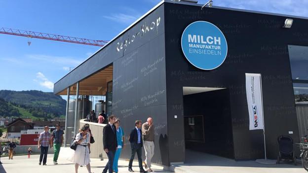 Die Milchmanufaktur Einsiedeln stiess bei der Eröffnung auf grosses Interesse.