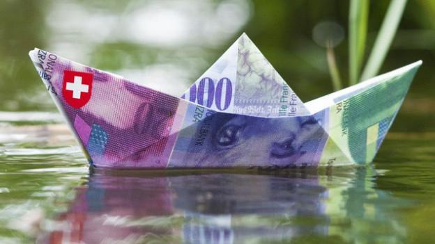 Schiff aus Geldnoten.