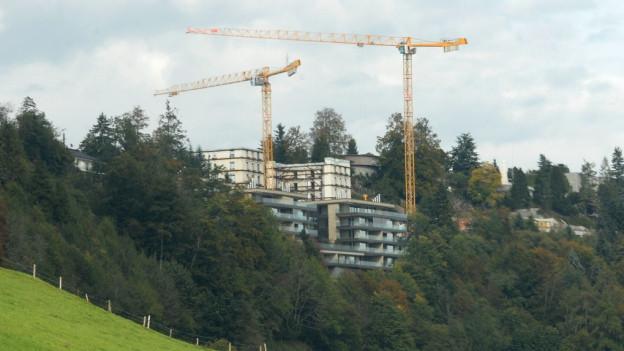 Die Baustelle auf dem Bürgenstock von Weitem.
