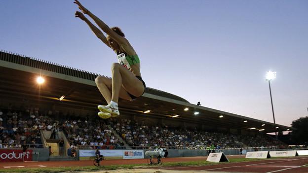 Gute Stimmung auf vollen Rängen beim Leichtathletik-Meetin.