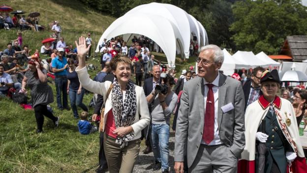Bundespräsidentin Simonetta Sommaruga auf dem Weg zum Rütli.