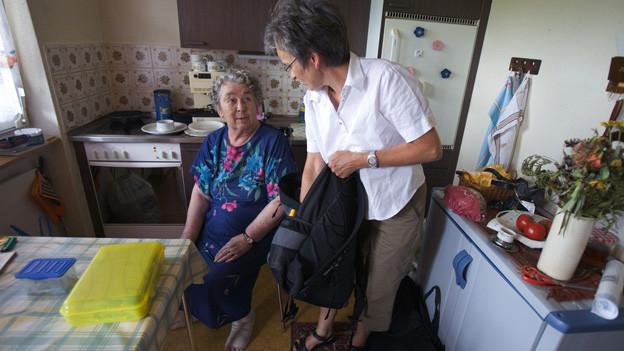 Ältere Leute in der eigenen Wohnung brauchen vermehrt Hilfe.