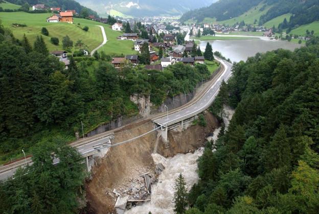 Enorme Schäden durch das Hochwasser 2005.