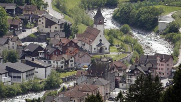 Das Dorf Gurtnellen von oben fotografiert.