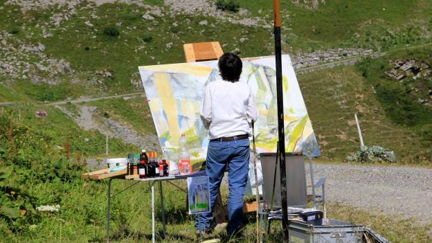 Künstlerin in den Bergen
