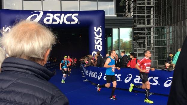 Viel Publikum am Lucerne Marathon.
