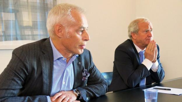 FCL-Präsident Ruedi Stäger mit Regierungsrat Paul Winiker (rechts).