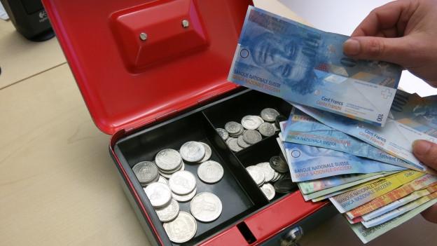 Die Eigenkapitalkasse des Kantons ist praktisch leer - ein neues Sparpaket soll Abhilfe schaffen.