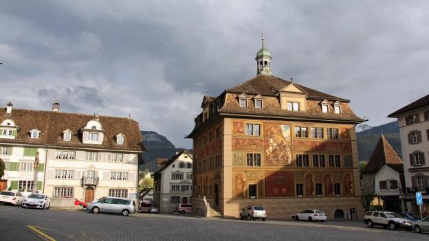 Im Kanton Schwyz muss die Bevölkerung nächstes Jahr mehr Steuern zahlen.