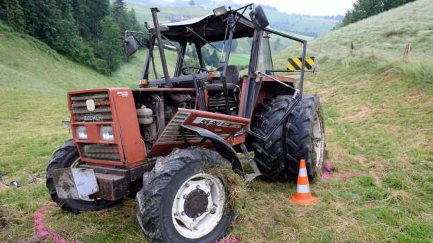 Traktorunfall mit defektem Fahrzeug.