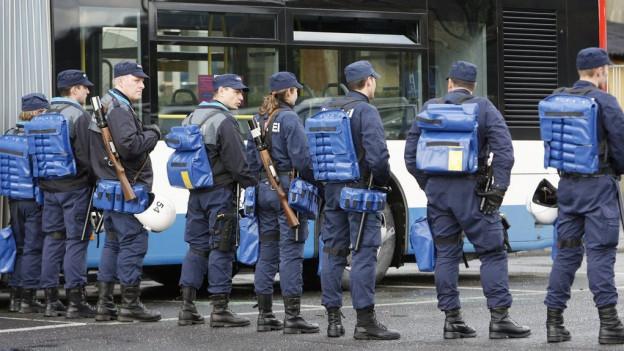 Polizeieinsatz bei einem FCL-Spiel.