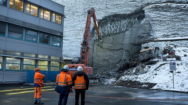 Noch am Dienstag wurde mit den Sicherungsarbeiten begonnen.