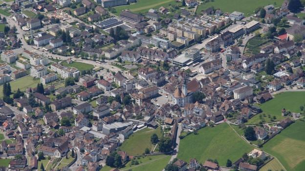 In der Gemeinde Schwyz soll die Baukommission über Baugesuche entscheiden.