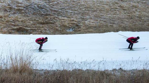 Wenig Schnee macht Skigebieten Sorgen (Symbolbild)