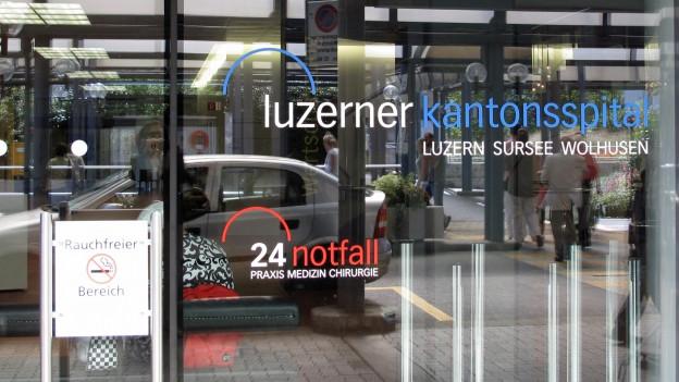 Eingang zum Luzerner Kantonsspital.