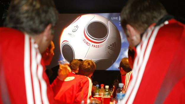 Während der Fussball-EM können die Fans die Spiele auch in den Restaurants mitverfolgen.