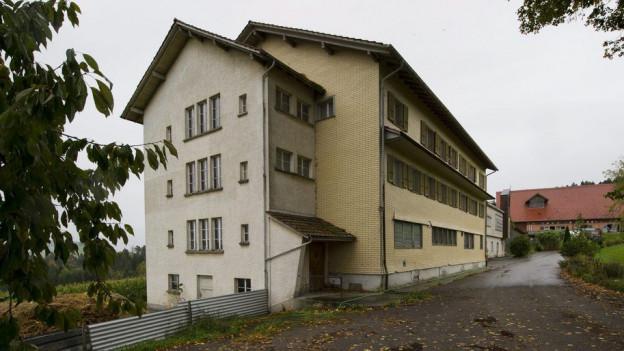 Die Gemeinde und Privatpersonen wehrten sich jahrelang gegen die Unterbringung von Asylbewerbern im Bürgerheim.