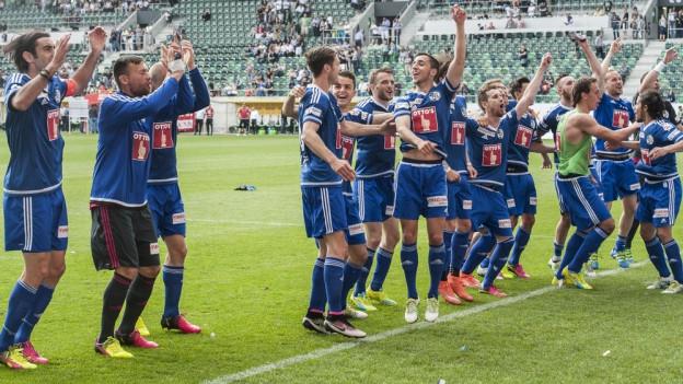 Der FCL jubelt nach dem Sieg gegen St. Gallen.