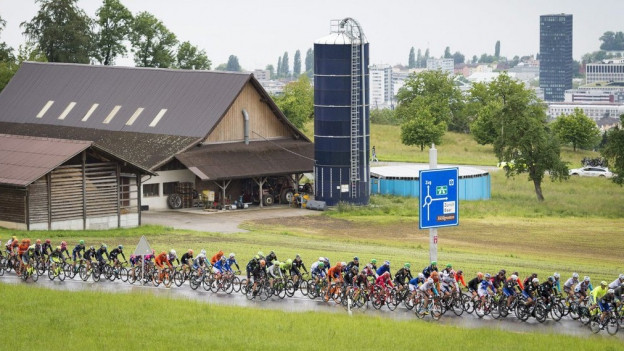 Der Tour de Suisse-Tross nahm die Zuger Gemeinde Baar in Beschlag.