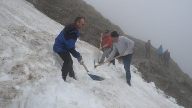Die freiwilligen «Wegmacher» im Schnee
