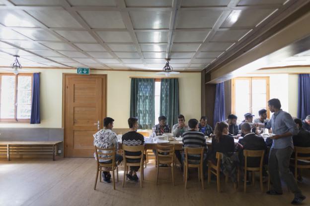 Asylsuchende auf Rigi Klösterli beim Essen (Symbolbild).